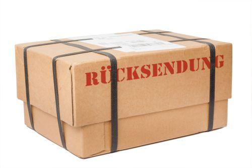 "Versandfertiges Paket mit rotem Aufdruck ""Rücksendung"""